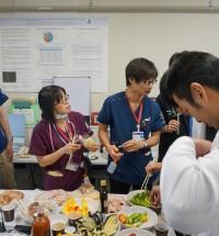 日頃野菜不足の研修医、群がってます。