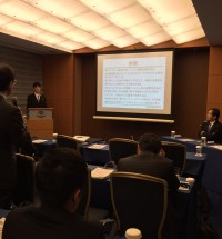 横田先生からの質問にていねいに答える須崎先生